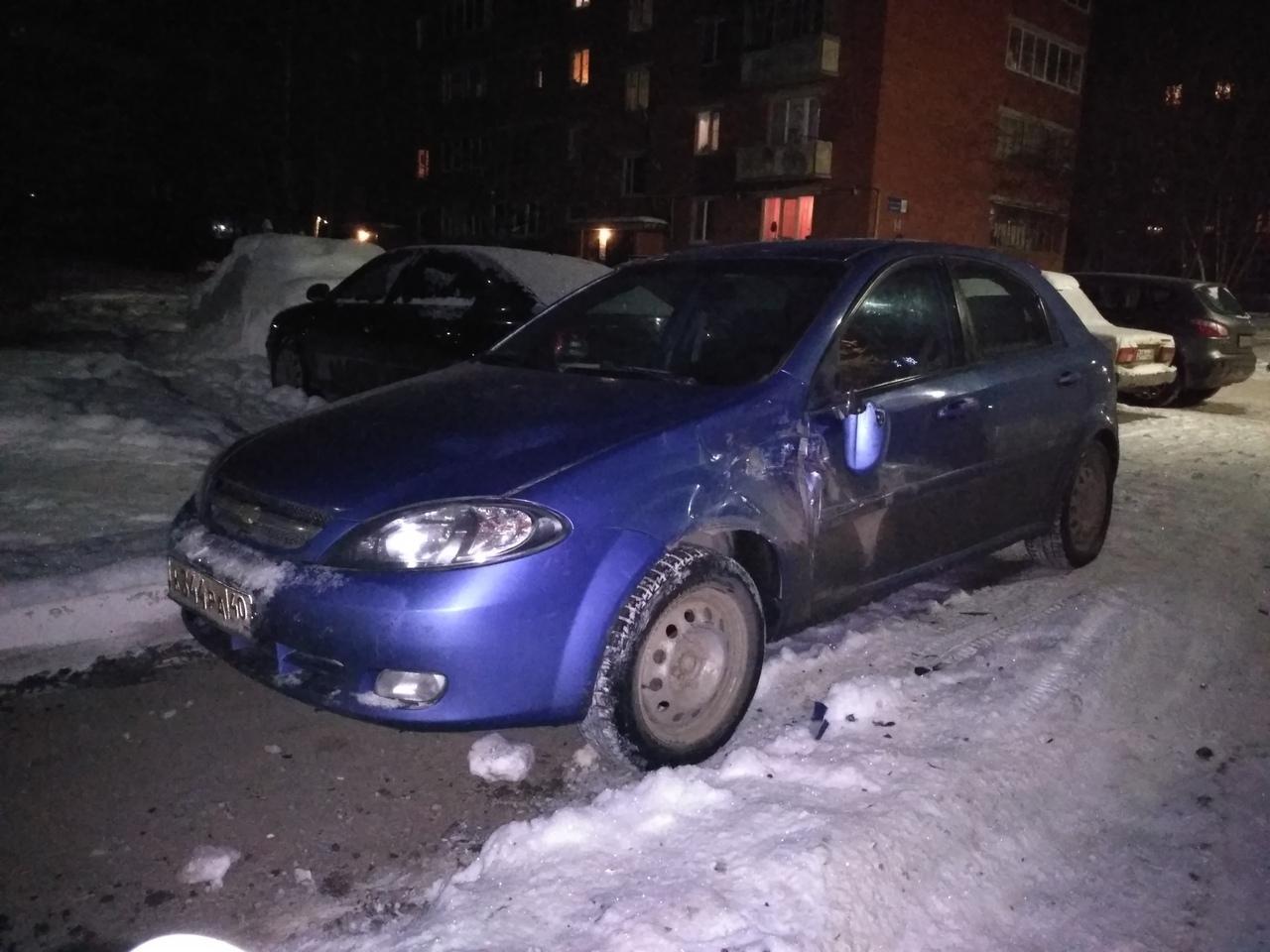 Столкновение в припаркованный автомобиль