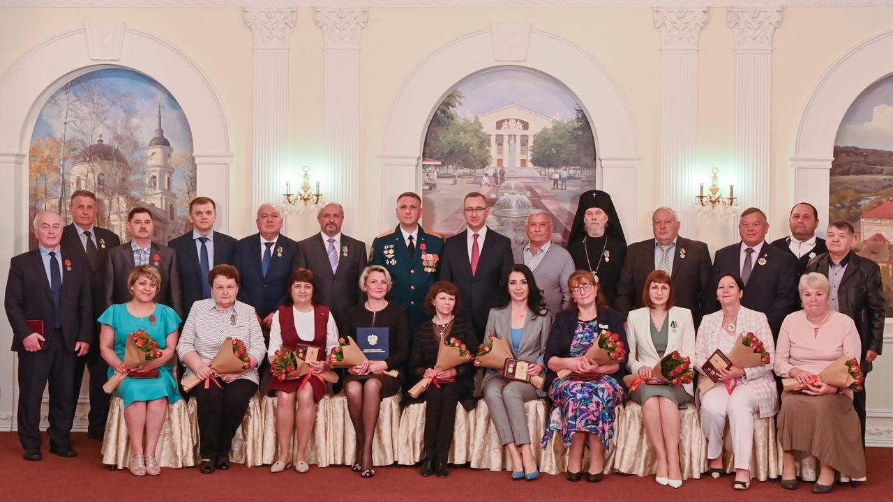 Учителя истории средней общеобразовательной школы №1 наградили званием «Заслуженный работник образования Калужской области»